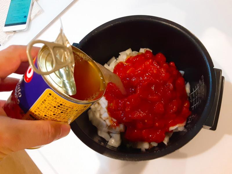 5合炊きの炊飯器で減量食「マグマ」を作りました。刻んだ玉ねぎとトマト缶
