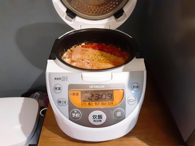 5合炊きの炊飯器で減量食「マグマ」を作りました。5合炊き炊飯器にセット